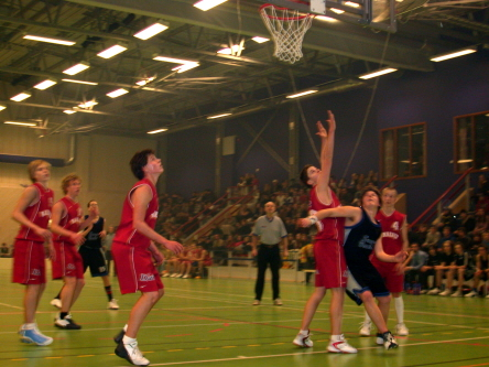 Basketmatch i Sparbankshallen