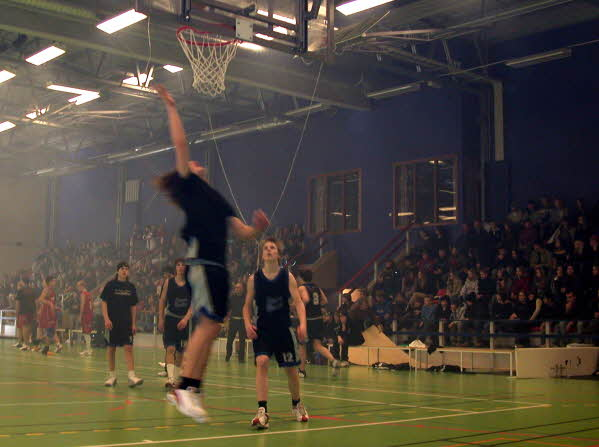 basketmatch i sporthallen